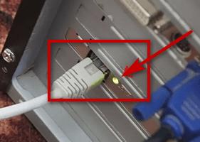 горящий led индикатор сетевого порта