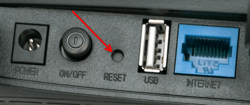 кнопка reset на обратной стороне роутера